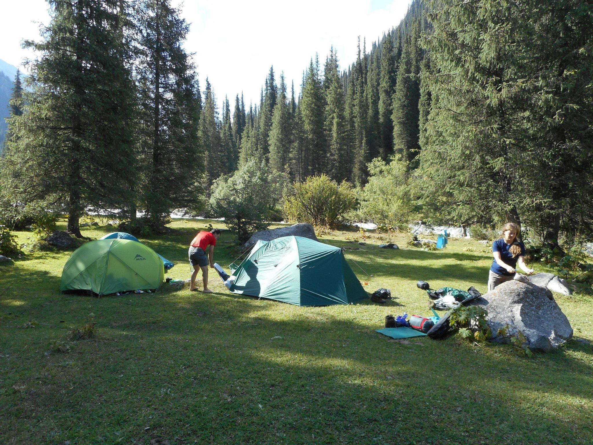 Dolina Jeti Oguz - tábořiště na první noc