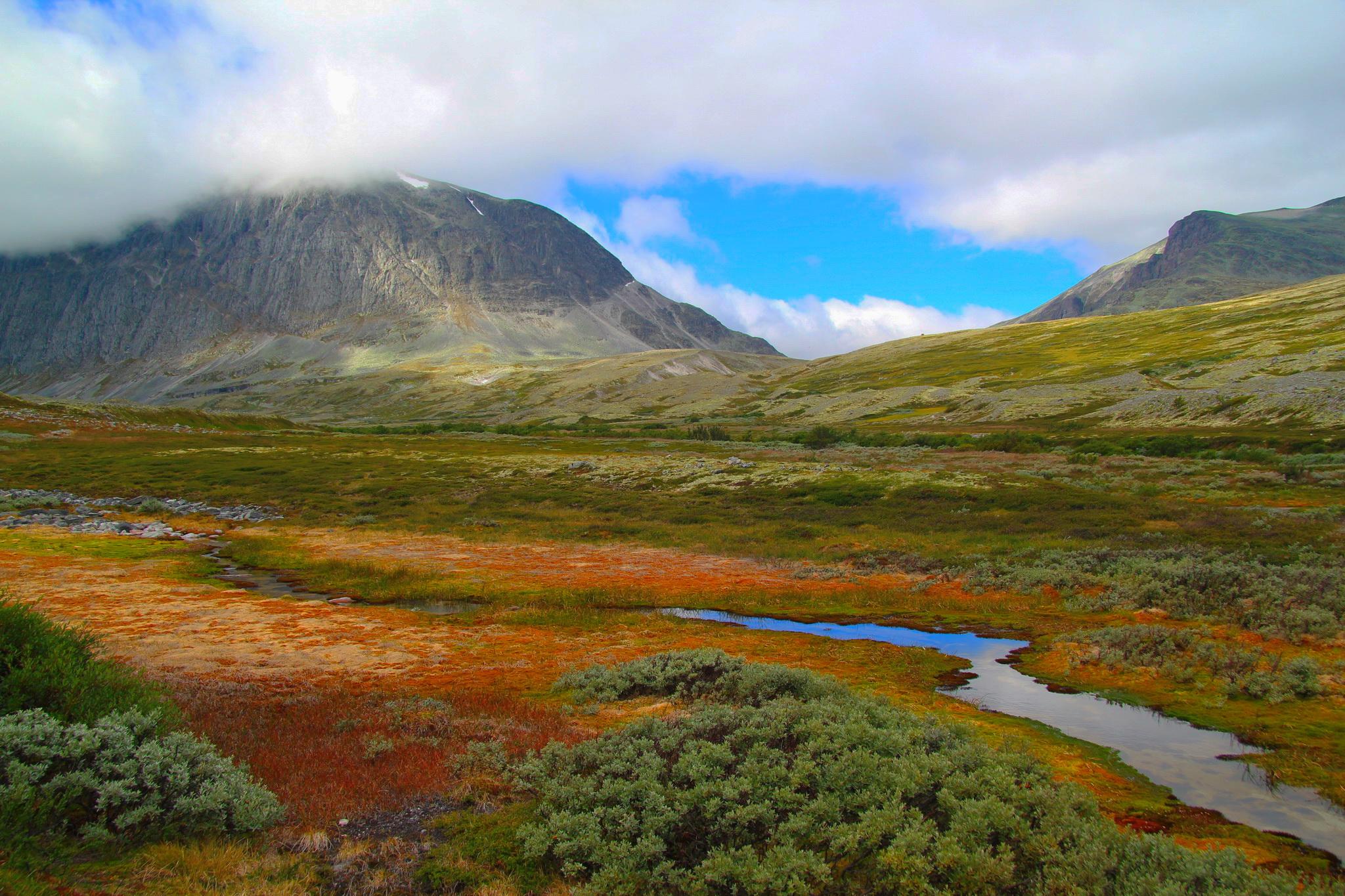 Údolí podél říčky Døråe
